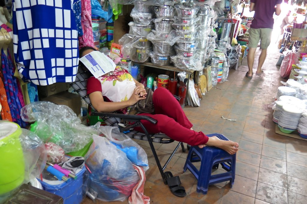 Sieste marché Battambang Cambodge blog voyage 5