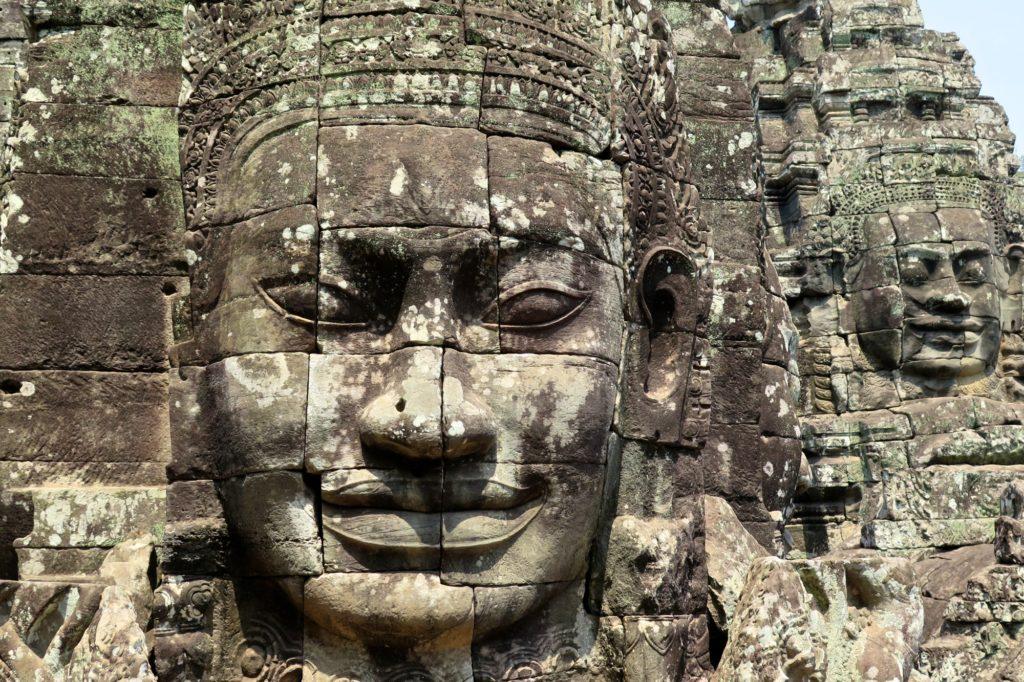 Gros plan visage Bayon angkor cambodge blog voyage 31