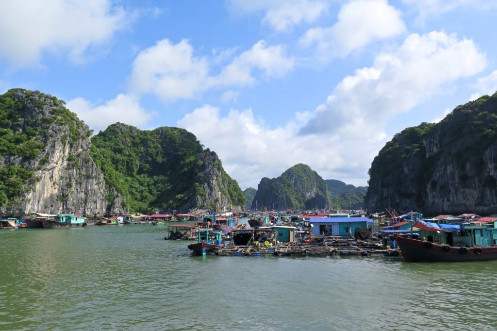Village flottant Cat Ba Baie Halong Vietnam blog voyage 2016 17