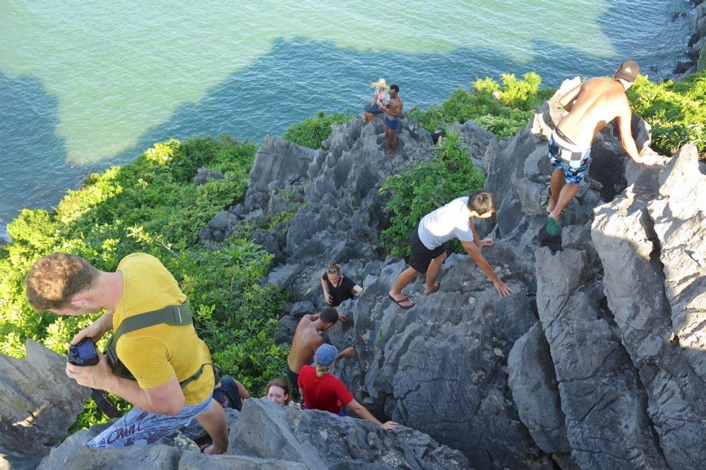 Montée Monkey island Cat Ba Baie Halong Vietnam blog voyage 2016 37