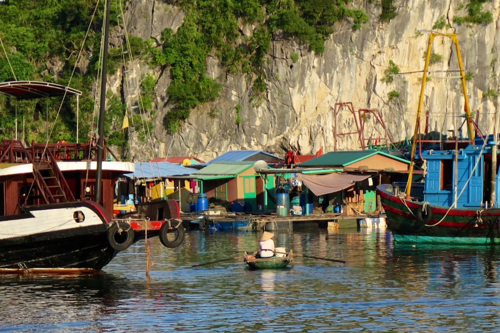 Village flottant Cat Ba Baie Halong Vietnam blog voyage 2016 39