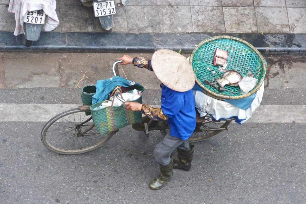 Vendeuse de rue Hanoi Vietnam blog voyage 2016 11