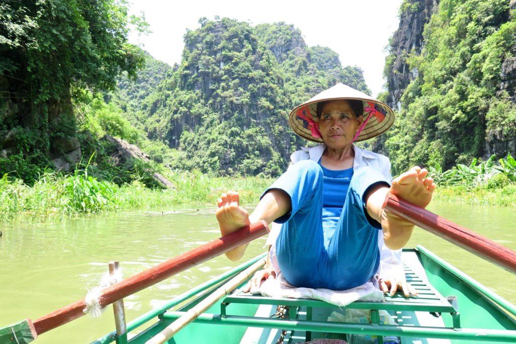 Mamie rameuse Tam Coc Baie Halong terrestre Vietnam blog voyage 2016 6