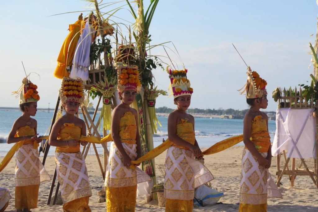 Procession jimbaran-bukit-indonesie-blog-voyage-2016-24