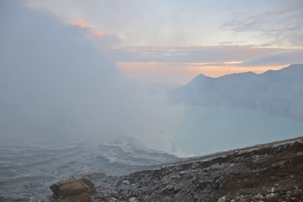 Cratère fumée kawah-ijen-indonesie-blog-voyage-2016-19
