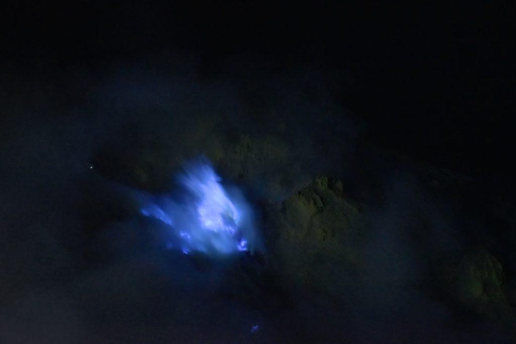 Blue fire Flammes bleues kawah-ijen-indonesie-blog-voyage-2016-3