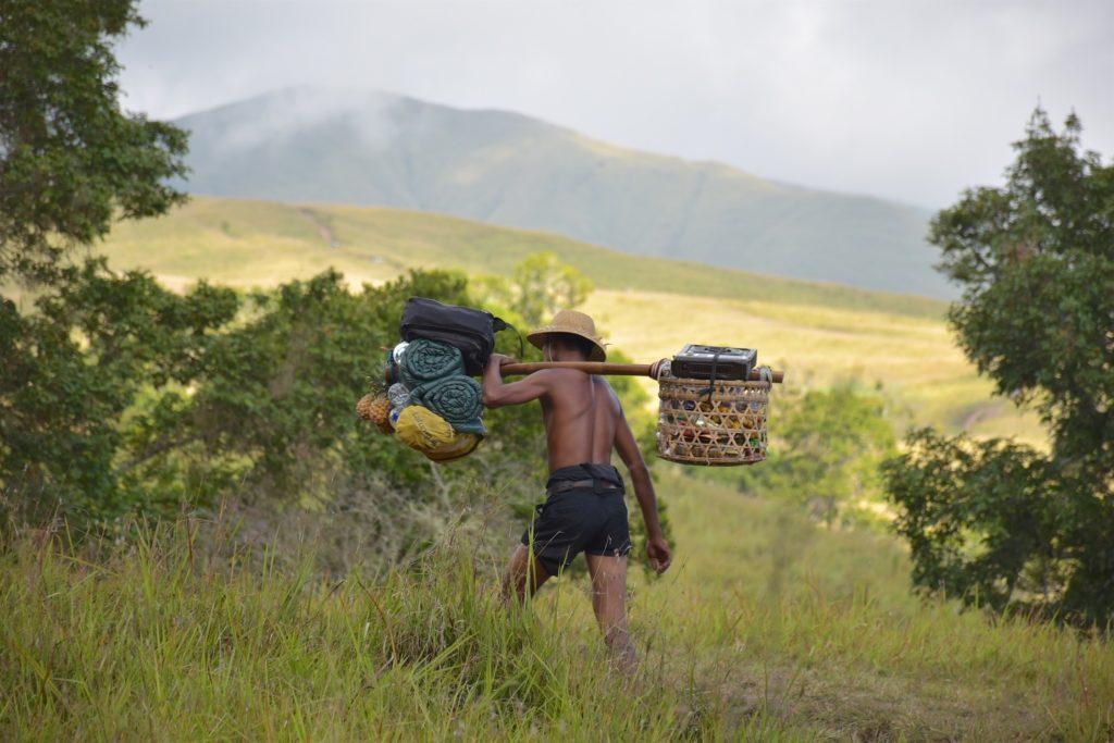 Porteur trek-rinjani-lombok-indonesie-blog-voyage-2016-2