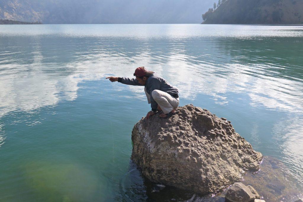 Pêcheur lac trek-rinjani-lombok-indonesie-blog-voyage-2016-33