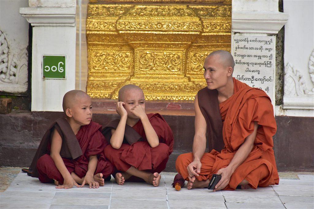 Moine et novices Yangon-Myanmar-Birmanie-blog-voyage-2016 45
