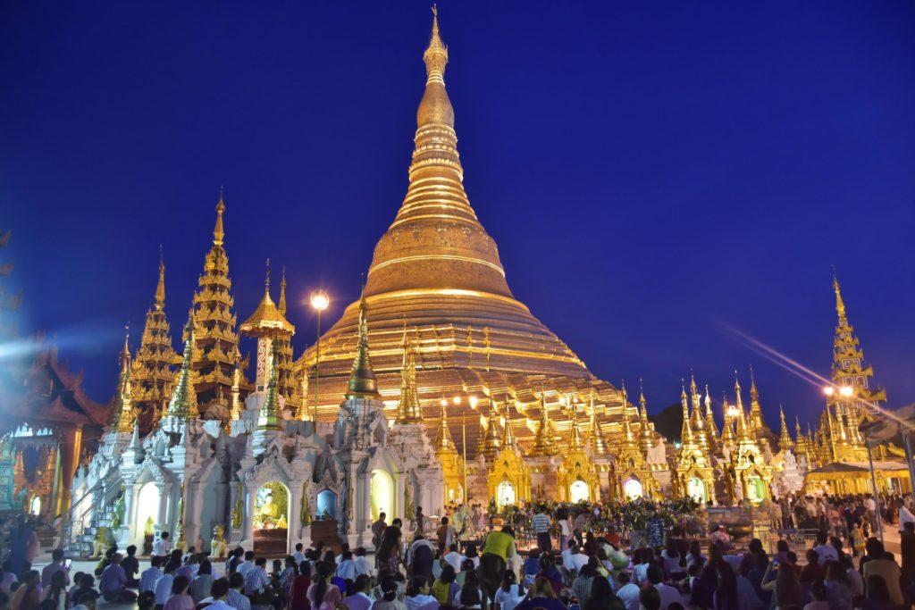 Foule stupa Shwedagon Yangon-Myanmar-Birmanie-blog-voyage-2016 47