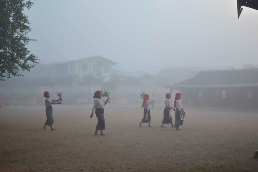 Femmes monastere Trek-Kalaw-Inle-Myanmar-blog-voyage-2016 62