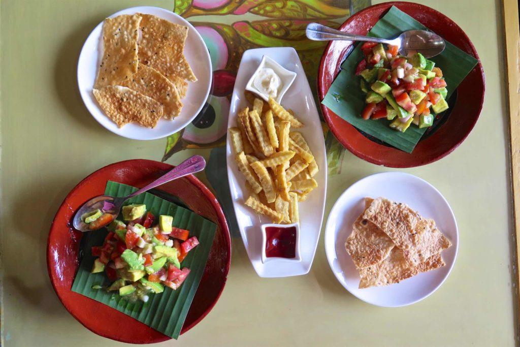 Salade avocat tomate Lac-Inle-Myanmar-blog-voyage-2016 87