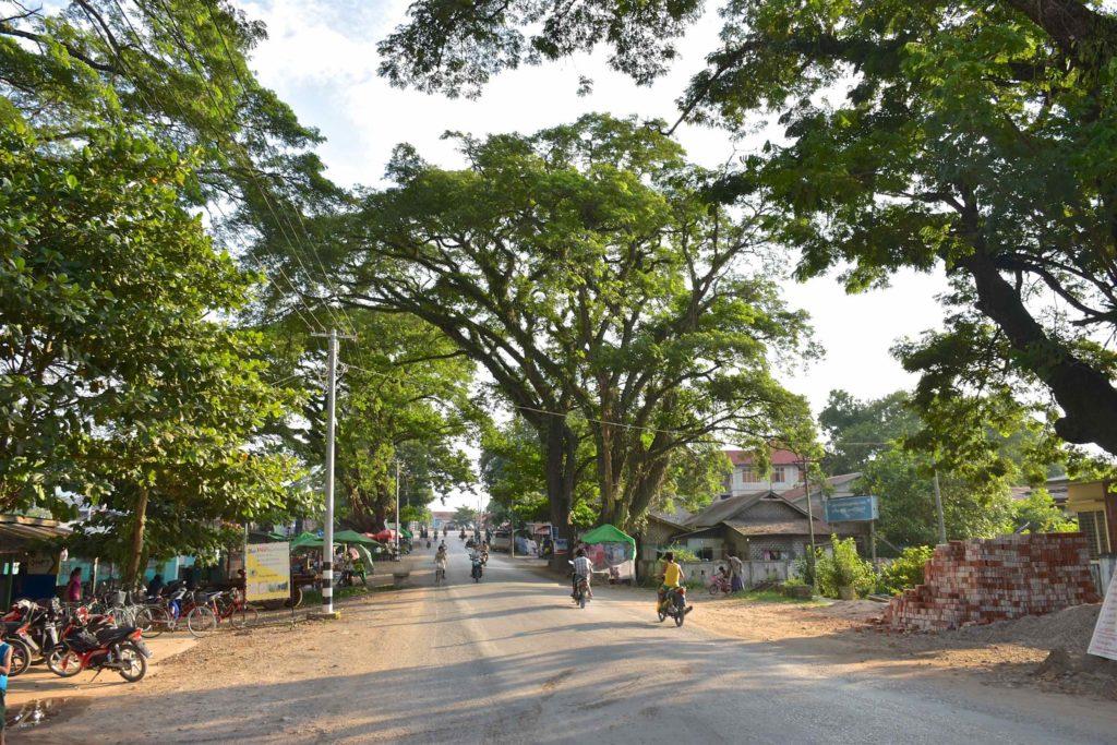 Rue principale Hsipaw Myanmar blog voyage 2016 24