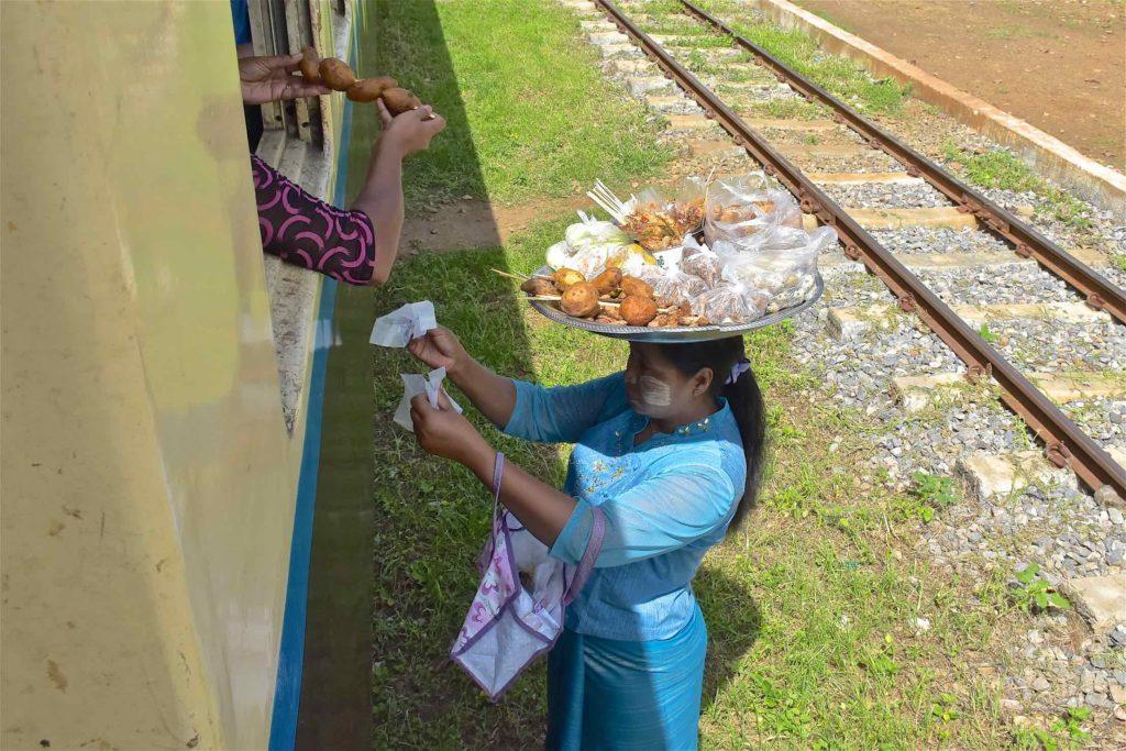 Vendeuse ambulante Pyin-Oo-Lwin-Gohteik-Myanmar-blog-voyage-2016 13