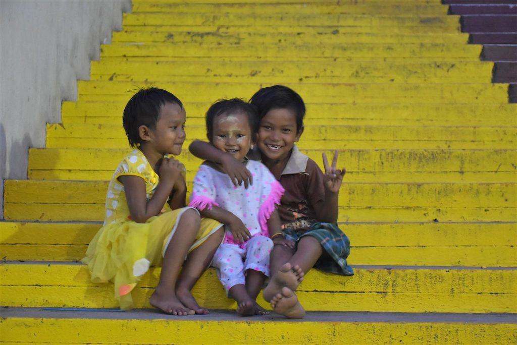 Enfants Mandalay-Inwa-Ubein-Myanmar-Birmanie-blog-voyage-2016 18