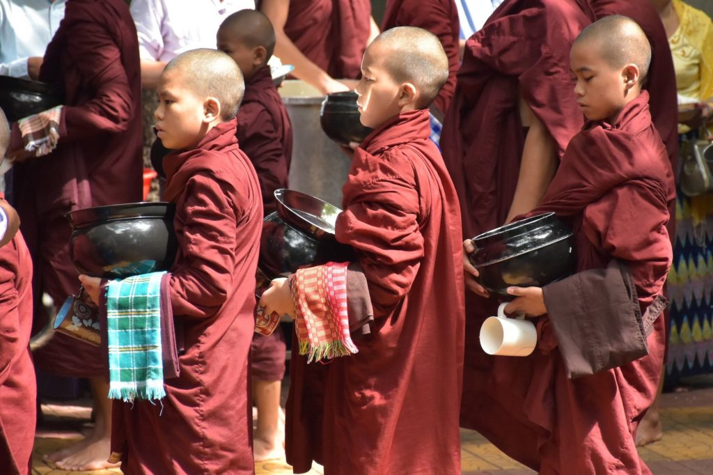Novices repas moines Mandalay-Inwa-Ubein-Myanmar-Birmanie-blog-voyage-2016 26