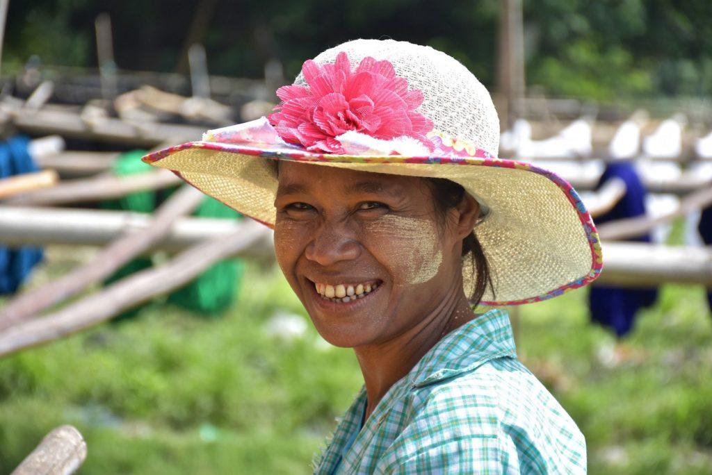 Femme Mandalay-Inwa-Ubein-Myanmar-Birmanie-blog-voyage-2016 36