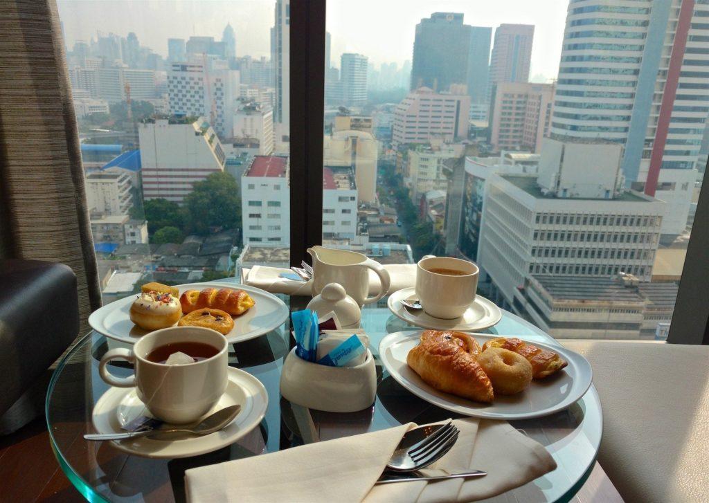 Petit dejeuner lounge club Bangkok-fin-voyage-blog-voyage-2016 12
